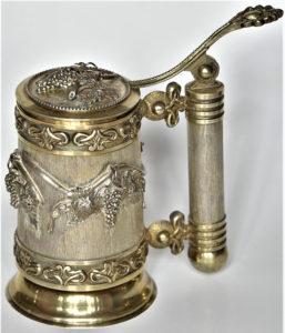 Potir de argint aurit, primit din partea Patriarhului Armeniei