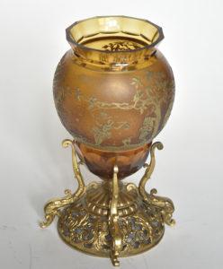 Vas din cristal pictat cu aur, în montură de aur