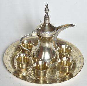 Serviciu de cafea din argint aurit, cu simbolul statului Qatar