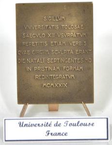 Plachetă din bronz, din partea Universității din Toulouse, Franța