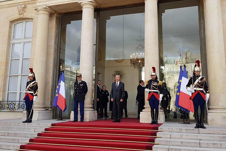 După ceremonia funerară, președintele Emmanuel Macron a invitat liderii prezenți la funeralii la Palatul Elysée