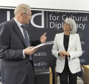 Dialog cultural și interreligios Emil Constantinescu Hafsa Abdullah Mohammed Al Ulama