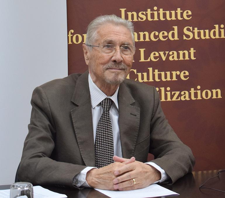 Emil Constantinescu: Scopul ultim trebuie să fie o societate condusă de oameni și nu de piață